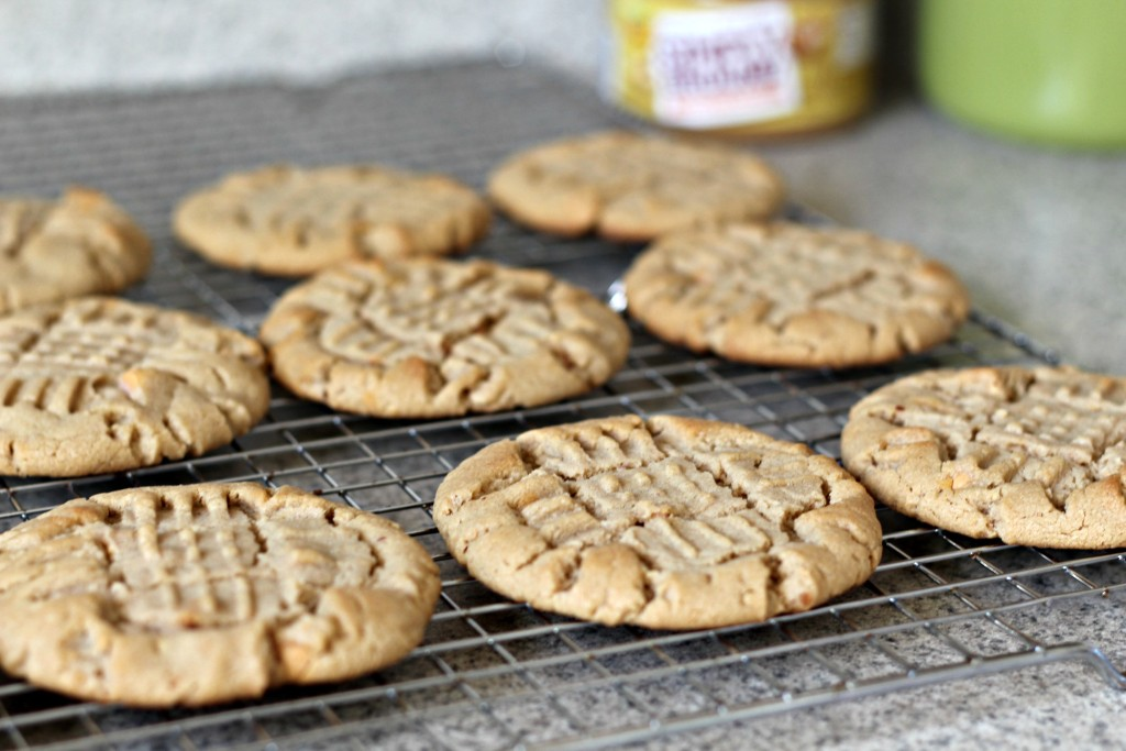Peanut Butter and Butterscotch Chip Criss Cross Cookies are the perfect way to enjoy the perfect peanut butter. Great for a treat, a gift or a cookie exchange! Cute printable included. #ad #SpreadTheMagic