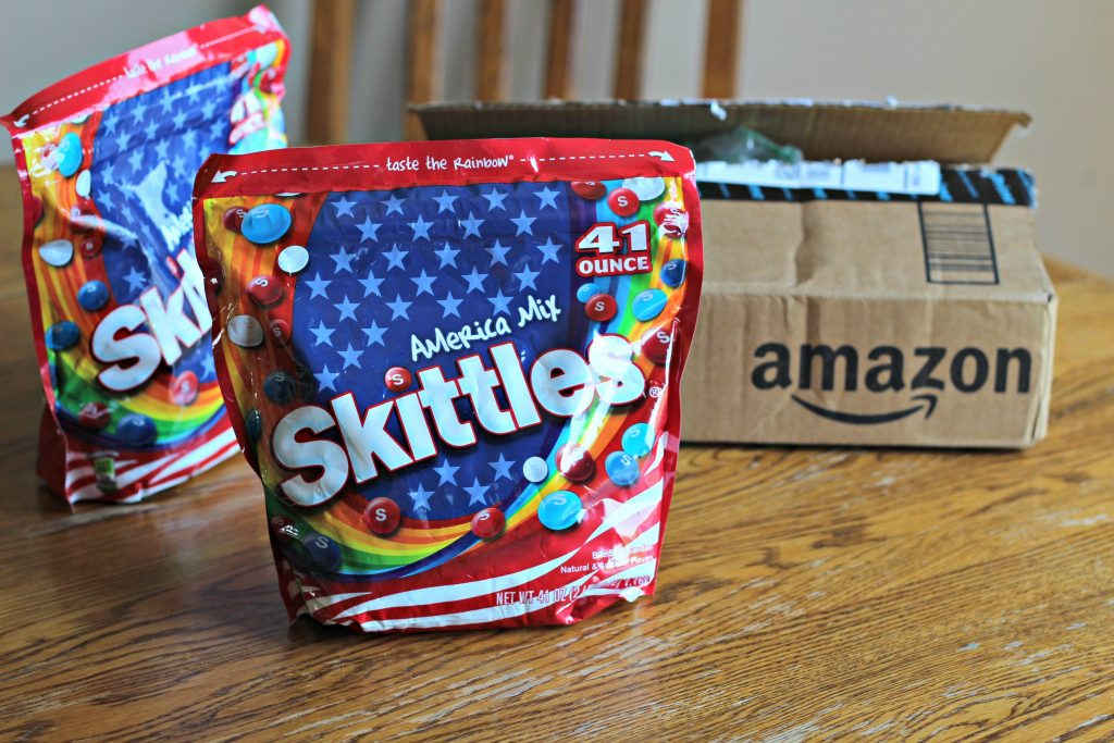 Share your gratitude to family and friends all summer long with All American Thank You Jars. Printable included! ad #SkittlesAmericaMix #tastetherainbow