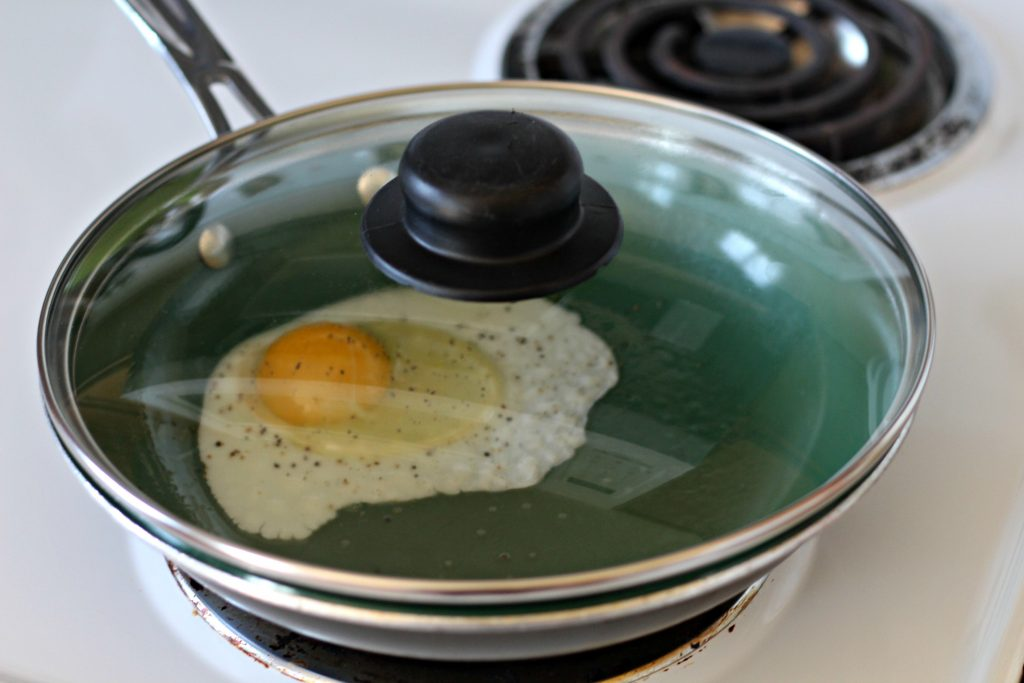 How to Make Sunny Side Up Eggs with Less Oil