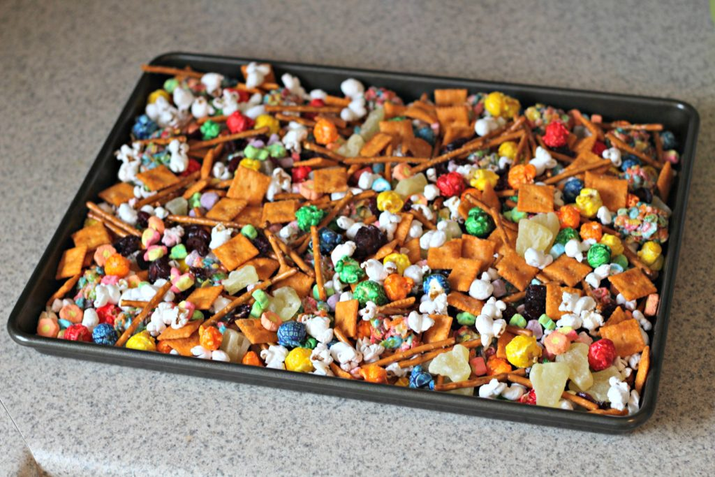 Add a little color to snack time with Sweet & Salty Rainbow Snack Mix ad #CerealAnytime